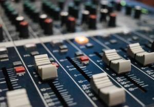 Il produttore musicale: chi è? Perché un giovane talento dovrebbe cercane uno?